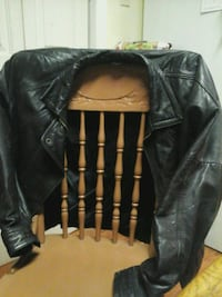 MEDIUM  SIZE LEATHER COAT Toronto, M1N 3N4