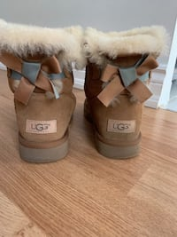 UGG Bailey Bow Boots, Size 7 / 38 Toronto, M4Y 1V2