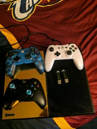 gold xbox 1 with 3 controllers  Roaming Shores, 44085