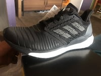 Unpaired black and white adidas low-top sneaker San Jose, 95136
