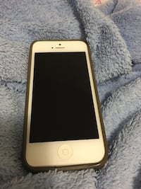 Gold iphone 6 with case Toronto, M1W 3A7