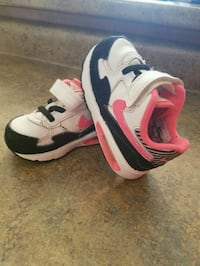Baby girl nikes air max size 6 Barrie