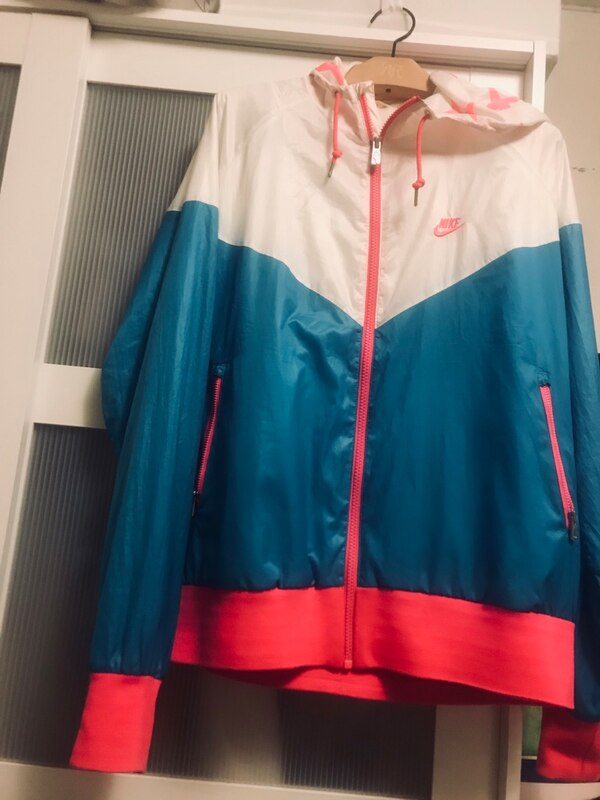 Nike thin rain  jacket / neon pink. Double lining with zippered pocket 41b77a7d-8872-47a2-adc4-e011e4eb8411