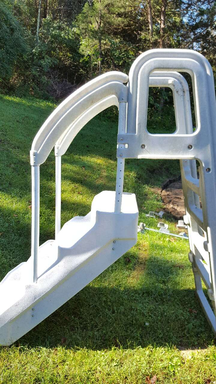 Letgo White Above Ground Pool Ladder In Silver Grove Ky