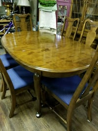 Table, 6 chairs, leaf and Hutch Martinsburg, 25404