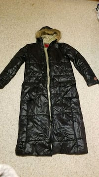 black zip-up parka jacket Burlington, L7L 5S9