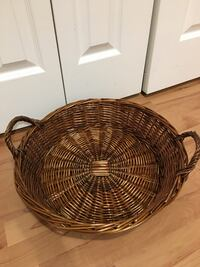 round brown wicker basket with lid Coquitlam, V3B 7L7