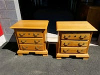 Pair of night stands in execent condition