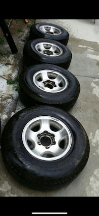 Land Cruiser 80 Series Rim/Tire Center CAP's and factory Lug Nuts.  Los Angeles, 90007
