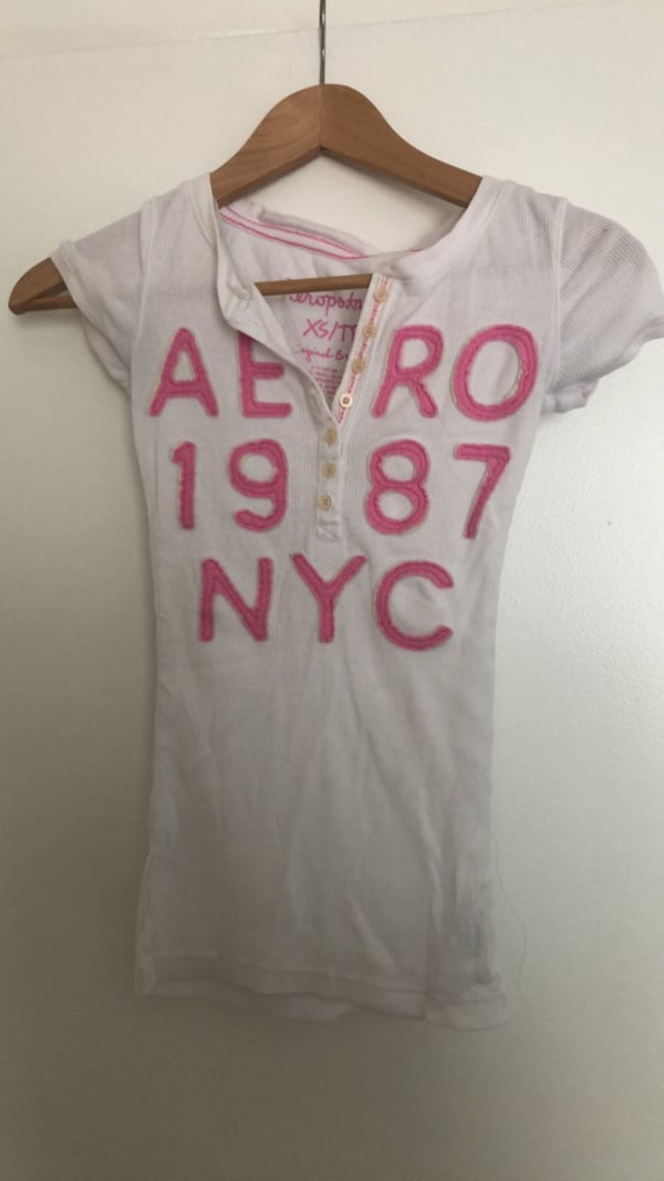 Aeropostale button white and pink t shirt a3ff7bff-b383-406a-b587-152e2c2f7f2c