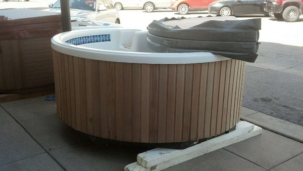 Used Dimension One Arena Hot Tub for sale in Hutchinson - letgo