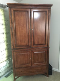 brown wooden 2-door cabinet Lake Ridge, 22192
