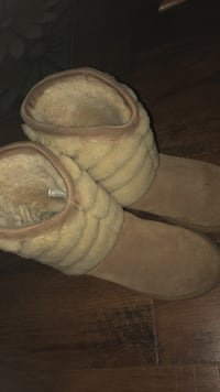 Brown suede UGG boots with fur inside & out  47 km