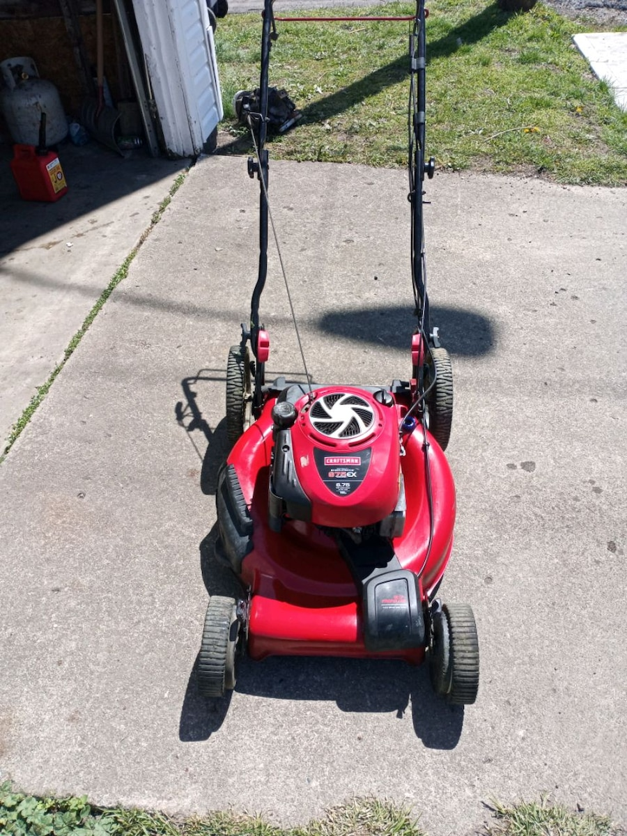 Photo Craftsman self propelled lawn mower