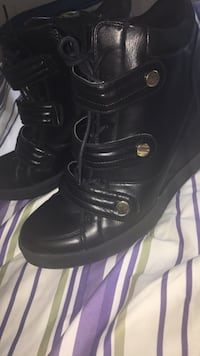 pair of black leather boots Beaumont, T4X