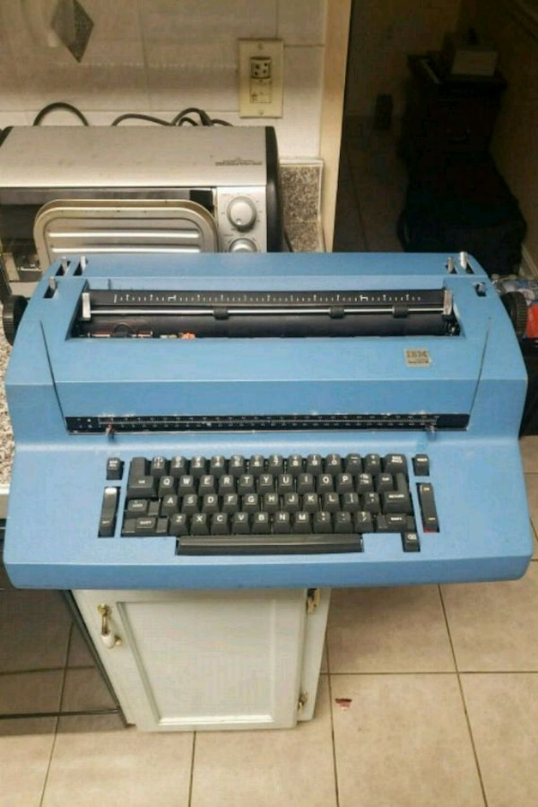 Vintage IBM electric typewriter  0