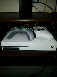 white Xbox One console with controller Las Vegas, 89142