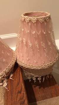 Pink and beige laced lamp shade 33 km