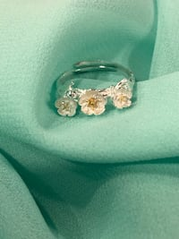 Sterling silver two tone adjustable flower ring Keswick, L4P 3P2