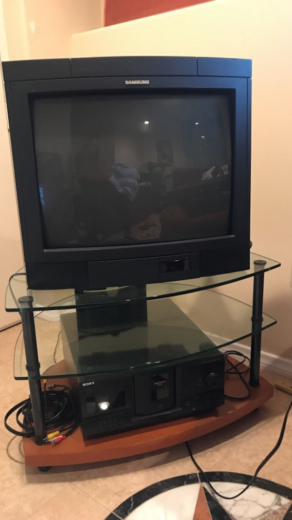 black Samsung CRT TV