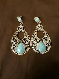 pair of silver and blue earrings Maytown, 17550
