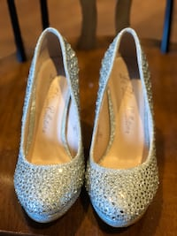BNWOB sparkly pumps/glitter/wedding/bridal shoes Vancouver, V5W