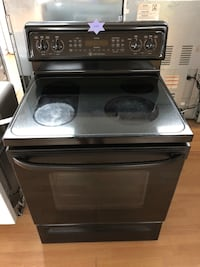 GE black electric stove  47 km