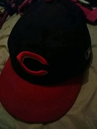 black and red fitted cap El Monte, 91731