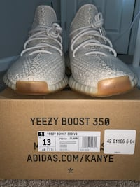 pair of gray Adidas Yeezy Boost 350 on box Ashburn, 20147