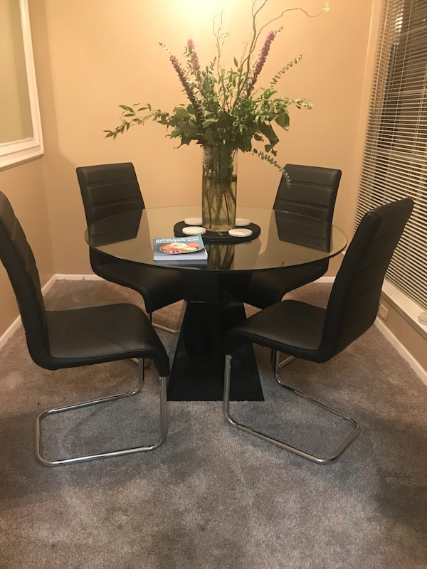 Enjoyable Glass Table With 4 Black Accent Chairs Ibusinesslaw Wood Chair Design Ideas Ibusinesslaworg