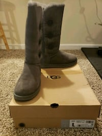 pair of black UGG Bailey Button boots with box Dumfries