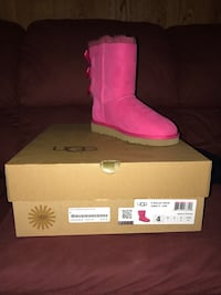 unpaired size 4 pink UGG Bailey 2-bow boot with box Allentown, 18102