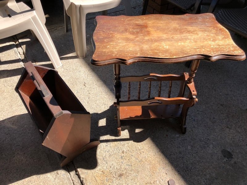 Magazine racks And table Selling both together $15. Delivery included  77202a1c-3567-4f62-a116-e97bb9b1b567