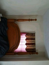Queen size poster bed Middletown, 10940