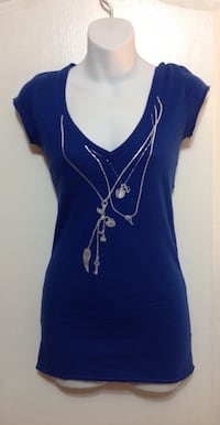 TALULA Blue V-neck design tee: Size XXS