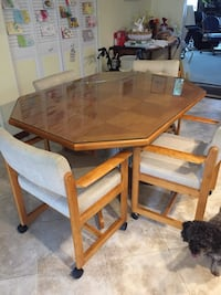 Dining Table & Chairs  Baltimore, 21221
