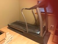 Treadmill horizon fitness elite series. 4.2T goes up to 12MPH like brand new. Excellent condition . Comes with safety strap, has 2 cup holders . Stands up for saving on spaceComes with 25 year warranty. Chicago