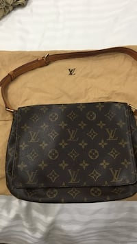 Louis Vuitton shoulder purse New York, 10016