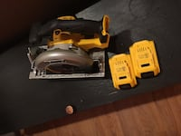 Dewalt circular 20v saw / with 2 battery  Fort Washington, 20744