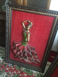 Gorgeous pictures with iron figurines coming out of the frame. Solid and original. Around 50 yrs old Montréal, H4M 2A4