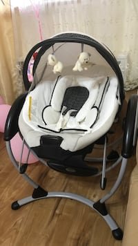 baby's white and black Graco swing chair New York, 11235
