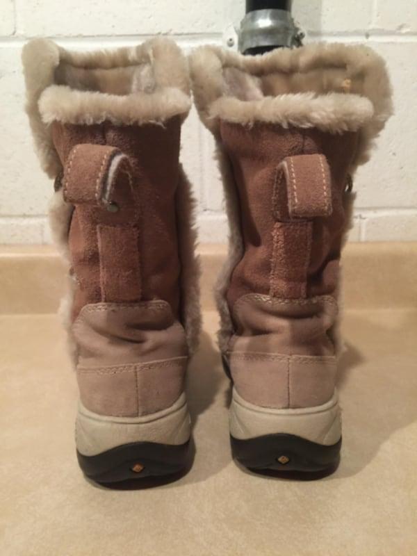 Women's Size 6 Columbia Delancey Waterproof Insulated Winter Boots 5e6c6ea5-2001-4412-9f91-00a2e8a7dfbe