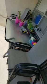 6 patio chares and table Mississauga, L4X 2S1