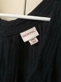 Black and  v-neck shirt Woodbridge, 22193