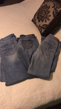 2 pair American eagle size 6 jeans 1 pair seven Jeans size 25 missing button. Porch pick up Little Egg Harbor Only! 172 mi