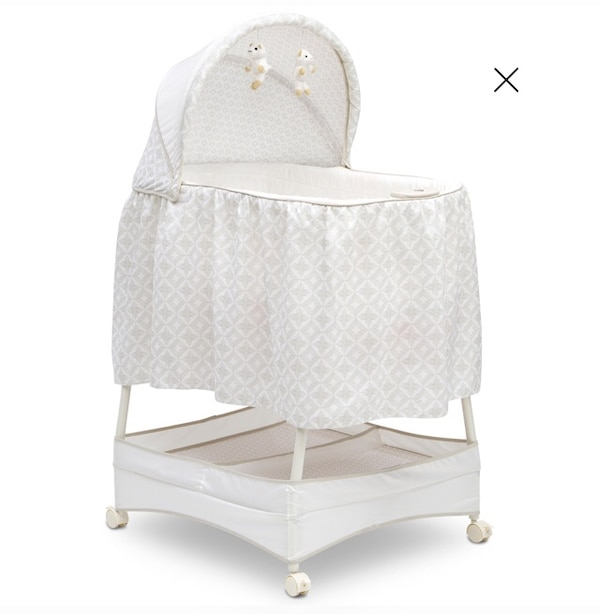 7cb36ad38dd Used Delta Children Soothe and Glide Bassinet for sale in Oakland ...