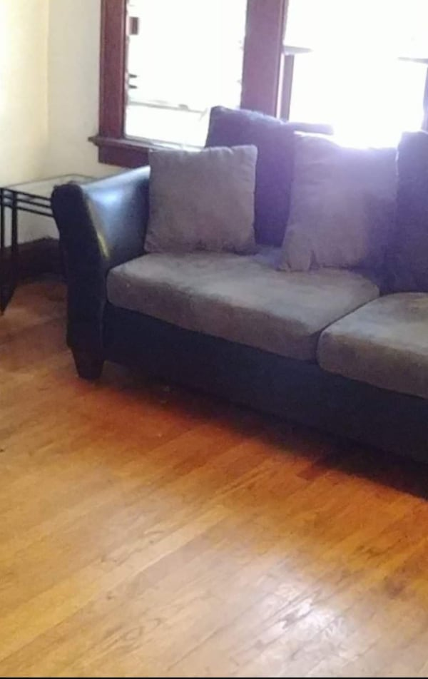 loveseat and chair for sale 054d32ca-9f40-4f40-8a7f-fbcb8c686d8a