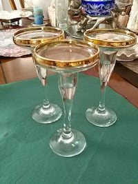 Set of 3 gold trimmed glass candle holders Laval, H7G 2W7