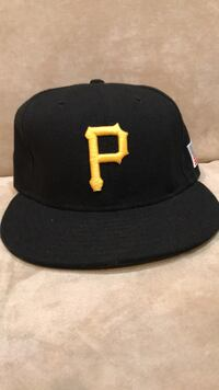 Used Black and yellow fitted cap for sale in New York - letgo 504394bdb8e1