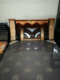 brown and b lack wooden bed frame અમદાવાદ